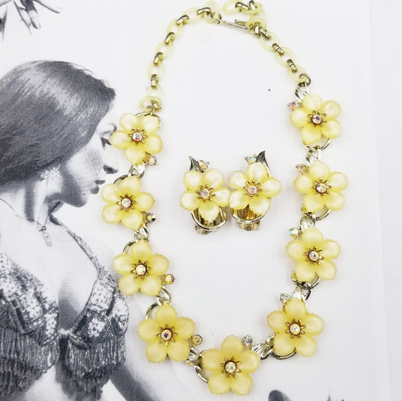 Vintage White Floral Thermoset Necklace with Matching Clip Earrings